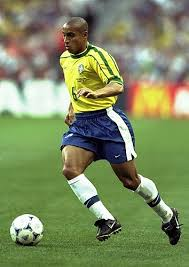 Brazil's Roberto Carlos hangs up his boots - Gistmania