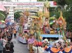 ขบวนรถบุปผชาติอัญเชิญพระพุทธรูป-นางสงกรานต์ ตามประเพณีสงกรานต์ไทย ...