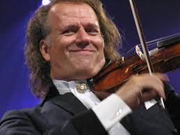 Mesdames, Mesdemoiselles, Messieurs, j'ai l'honneur de vous présenter André Rieu et son orchestre, pour une soirée exceptionnelle !!! dans La musique que j'aime...