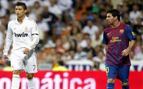 Cristiano Ronaldo y Leo Messi durante el encuentro del Santiago Bernabéu
