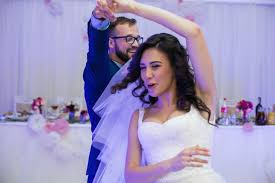 Being a Guest at a Jewish Wedding  A Guide   My Jewish Learning My Jewish Learning