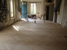 Hm Wohnung In Wien Design Destilat Pose D U0027un Parquet Chêne Massif Collé En Bâton Rompu Maison