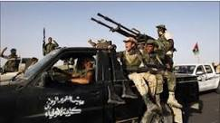 Combatentes voltam a atacar cidade sitiada sob poder de Khadafi