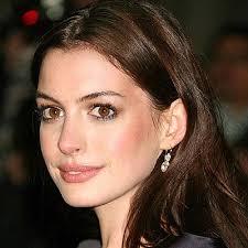 Anne Hathaway felte et par tårer under Nobelsfredspris utdeling i Oslo