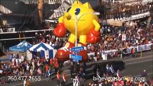 thanksgiving parade balloons giant helium parade balloons pac man parade balloon 25 foot youtube