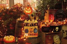 choosing a theme for halloween decorations news clintonherald com