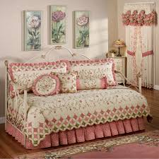 Cute Daybeds Everything About How Fascinating Design Ideas Daybed Bedding