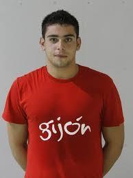 En la foto vemos una foto de mi entrenador Javier Vallejo del Sol. Hemos entrevistado a Javier Vallejo ,jugador de. balonmano en el Gijón Jovellanos. - 2642012335
