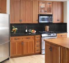 Kitchen Backsplash Cherry Cabinets Black Counter Uotsh - Kitchen backsplash ideas dark cherry cabinets