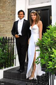 Arun Nayar \u0026#39;dating 20 years younger Liz Hurley look-alike\u0026#39; London, Jan 10: Elizabeth Hurley\u0026#39;\u0026#39;s jilted husband Arun Nayar is apparently dating a model who ... - Elizabeth_Hurley_Arun_Nayar