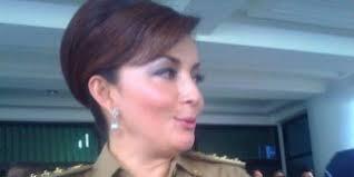ID, MANADO - Bupati Minahasa Selatan, Christiany Eugenia 'Teti' Paruntu (46) menikahi Bripka Decky Palinggi (40), anggota Brigade Mobil Polda Sulut, ... - buapti