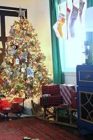 Homes With Christmas Decorations by Decorating With Memories And Vintage Finds Christmas Tour