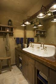 best 25 lodge bathroom ideas on pinterest hunting lodge best 25 lodge bathroom ideas on pinterest hunting lodge interiors rustic man cave and deer horns decor
