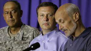 Michael Brown (midt) fyret fra posten som chef for katastrofeberedskabet i ... - 1805881-6280894-abce4d07ff11dbe65a46722893372a21
