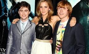 Here is the teenage cast of Harry Potter  Note that Emma Watson is actually a couple years younger than her male costars  Quora