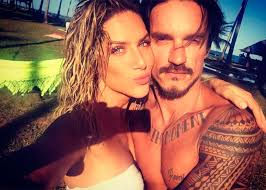 Giovanna Ewbank tem dia de relax na praia, em Pernambuco ...