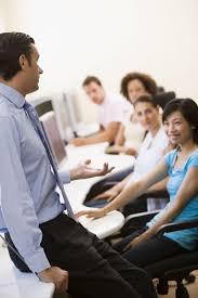 """Szkolenia, a """"prezentacje z ćwiczeniami"""" – praktyczne różnice"""