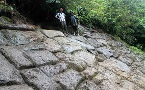 Les Llanganatis et le trésor des Incas Images?q=tbn:ANd9GcTsiTR3zhbyDgh496bwKUxjD1qMFFgFPH2FPvtkBIeC1T3d01Pm3aIjrYHD3g