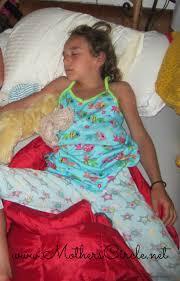 naked GIRL sleeping little|Cute little girl kissing her sleeping newborn sister