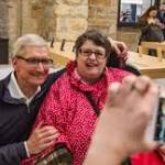 Tim Cook Talks with iPhone User Battling Cerebral Palsy in Visit to Glasgow Retail Store