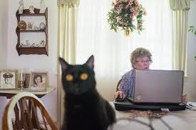 Swindlers Target Older Women on Dating Websites   The New York Times The New York Times Swindlers Target Older Women on Dating Websites