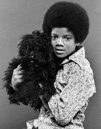 Testi delle canzoni di Michael!! - Pagina 4 Michael-jackson-with-puppy1
