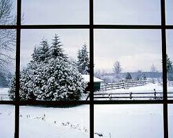 منظره پشت پنجره در زمستان