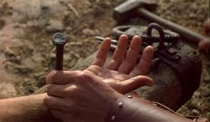 Der PROZESS Jeschua aus jüdischer Sicht –13- > Der DURCHBOHRTE < Jesus-kreuzigung-nagel-inszenierung_klein