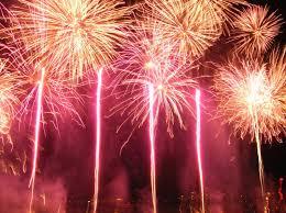 Lời cầu hôn của kyomắt quỷ.... 49300f42_800px-200508_firework_of_lake_of_annecy_festival_299