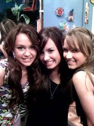 موسوعه صور ديمي للمسن Demi-Lovato-Twitter-04