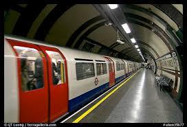 Ilustrace k článku: FOTOGALERIE: Londýn dnes na dvě minuty utichl. Na památku obětem loňských teroristických útoků (Aktuálně)