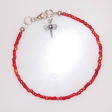 il bracciale pro ana è a perline rosse con o senza la libellula o senza gancetto