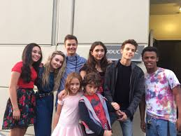 Cast Of Halloween 2 by The Cast Of U0027girl Meets World U0027 Recreates Their Signature Pics In