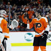 Giroux, Hart lead Flyers past Sabres 3-1 for 9th straight