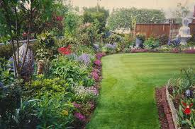 Flowers For Flower Beds by Backyard Awesome Backyard Flower Garden Fascinating Colourful