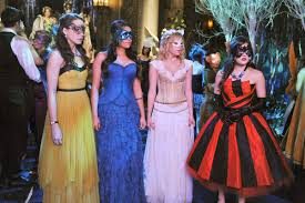 Pll Halloween Special by The U0027pretty Little Liars U0027 Are Dressing To Run From Uber A In The