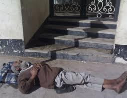مسنون في الشوارع