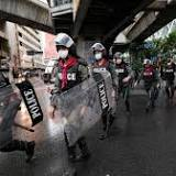 Thai police crack down on protesters, PM refuses to resign