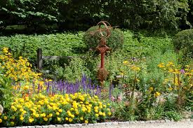 Flowers For Flower Beds by Flower Borders Ideas To Make Your Landscaping Sizzle