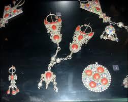 اللباس القبائلي واكسسواراته images?q=tbn:ANd9GcT
